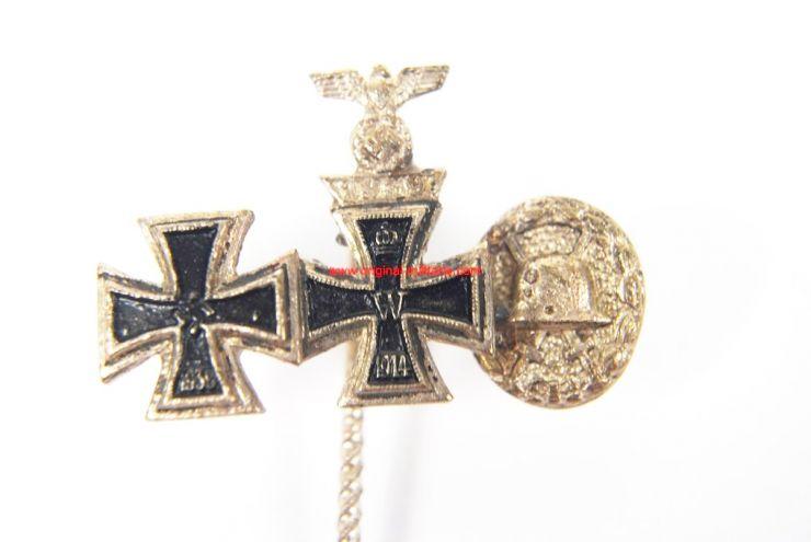 WH/ Aguja con Tres Miniaturas de Medallas