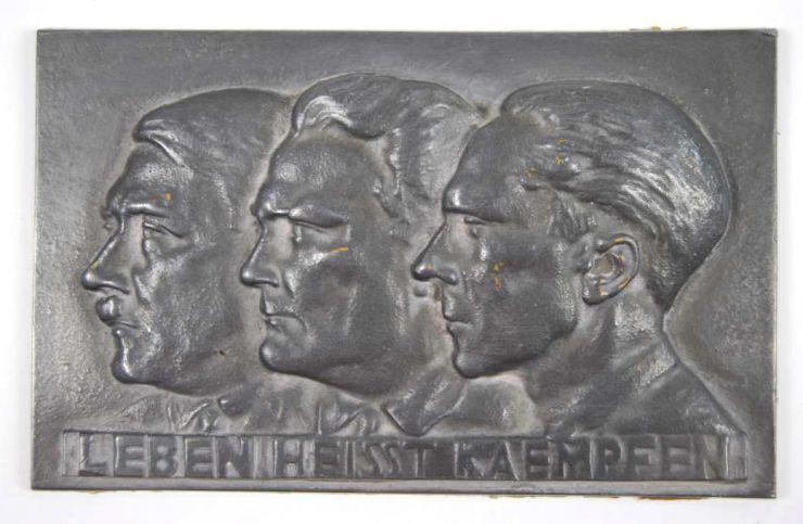 """Placa de Hierro de la Fundición Prusiana """"Lauchhammer"""" con Efigies de Hitler, Göring y Goebbels"""
