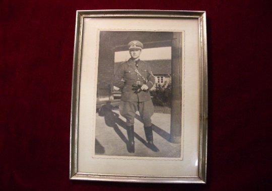Fotografía de un oficial del  N.S.D.A.P.