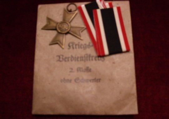 Cruz al Merito de Guerra (KVK) 2ª Clase sin Espadas en su Sobre