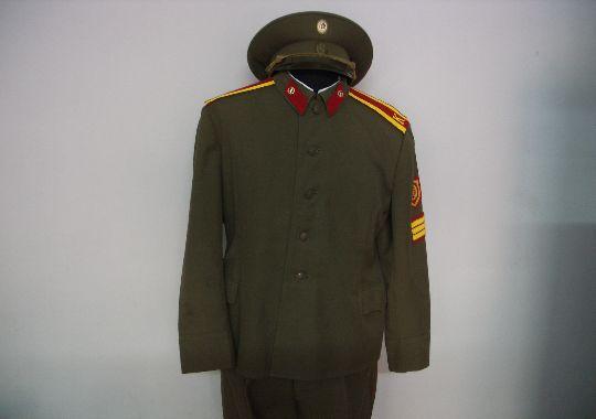 Uniforme completo de cadete del ejercito de tierra.