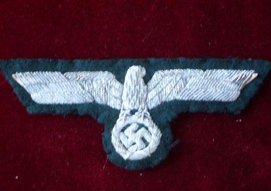 Águila Nacional de oficial para feldbluse.