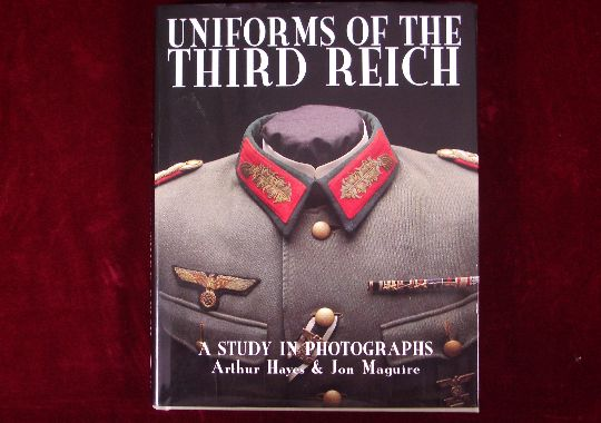 """Libro """"Uniformes en el Tercer Reich"""""""
