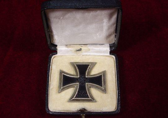 Cruz de Hierro de 1ª Clase en su Caja.