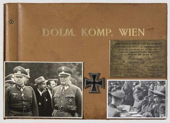 Álbum de Fotos Oficial de una Compañia en Viena a su Coronel.