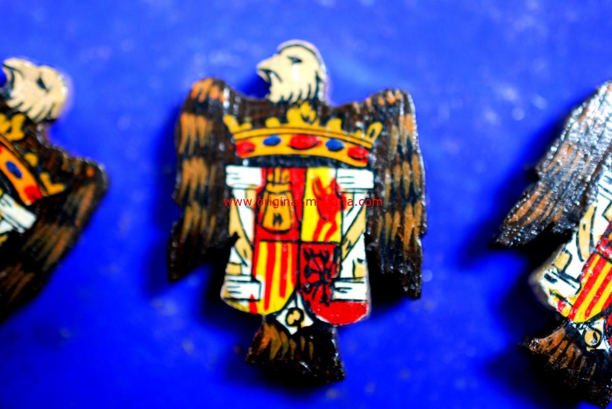 Muestrario de Insignias de Madera con el Escudo de España Modelo 1938