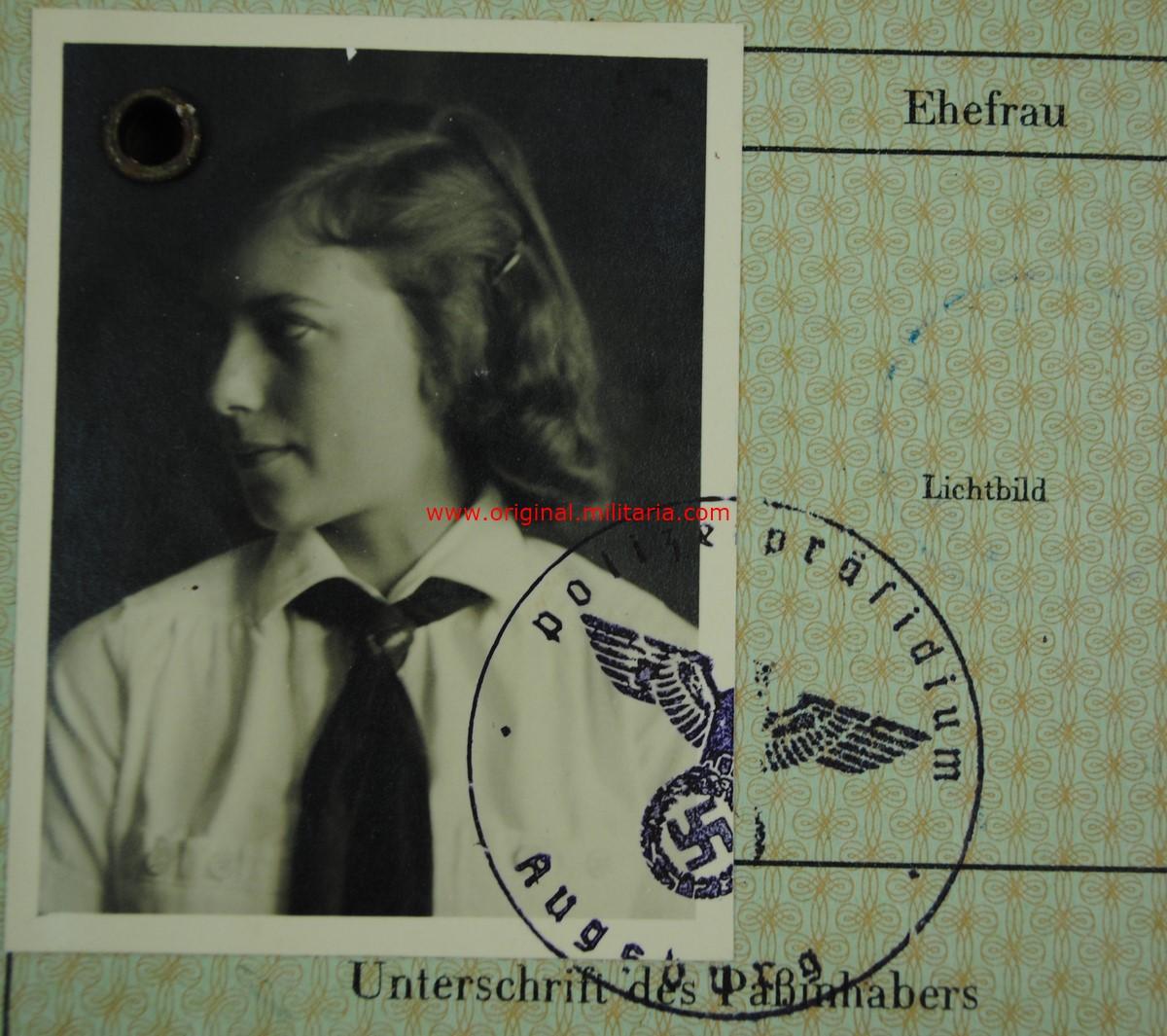 BDM/JM Pasaporte de una Niña Miembro