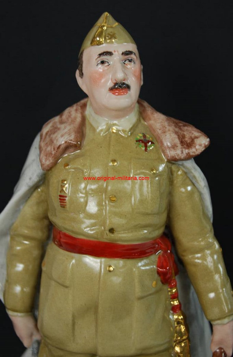 "Miniatura de Porcelana de Franco de la Casa ""Sureda"""