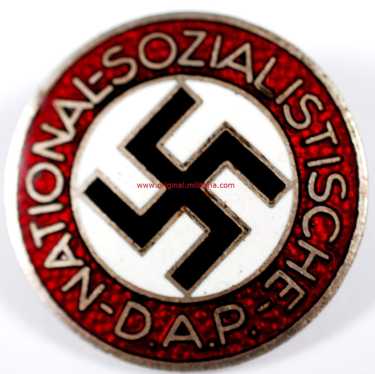 "NSDAP/ Insignia con ""RZM M1/170"""