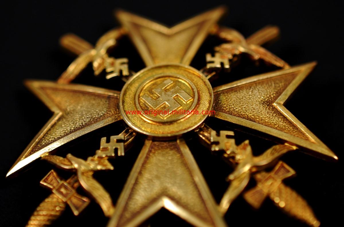 LC/ Cruz de España con Espadas en Oro, Tombac