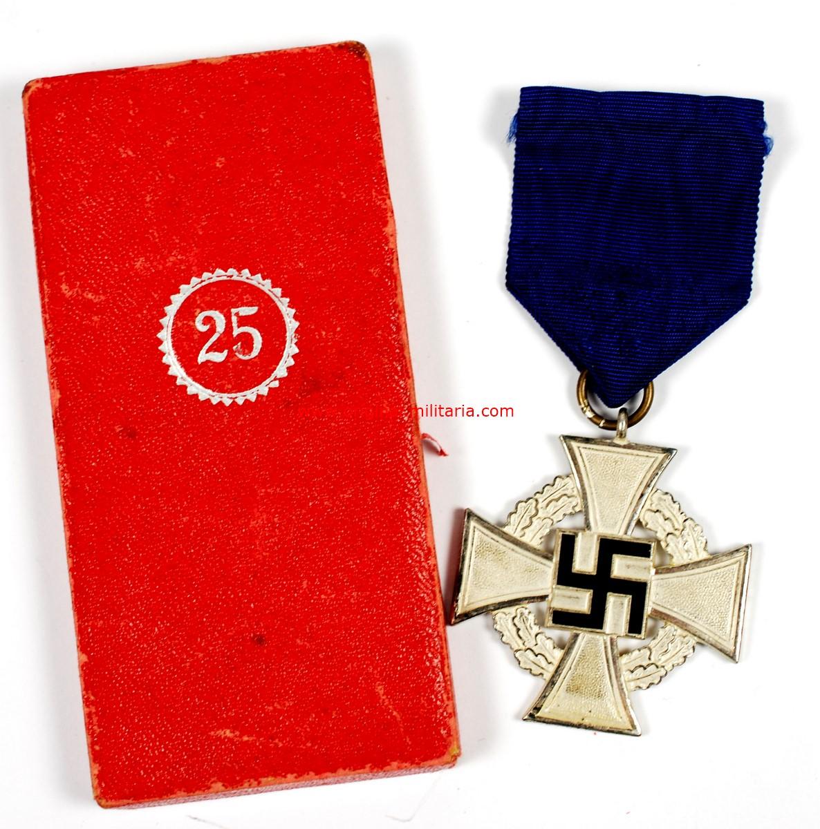 Cruz de 25 Años de Servicioc Leales al Estado