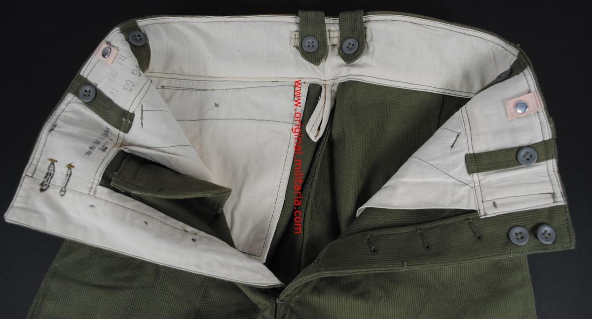 DAK/ Pantalones sin Estrenar del Segundo Modelo