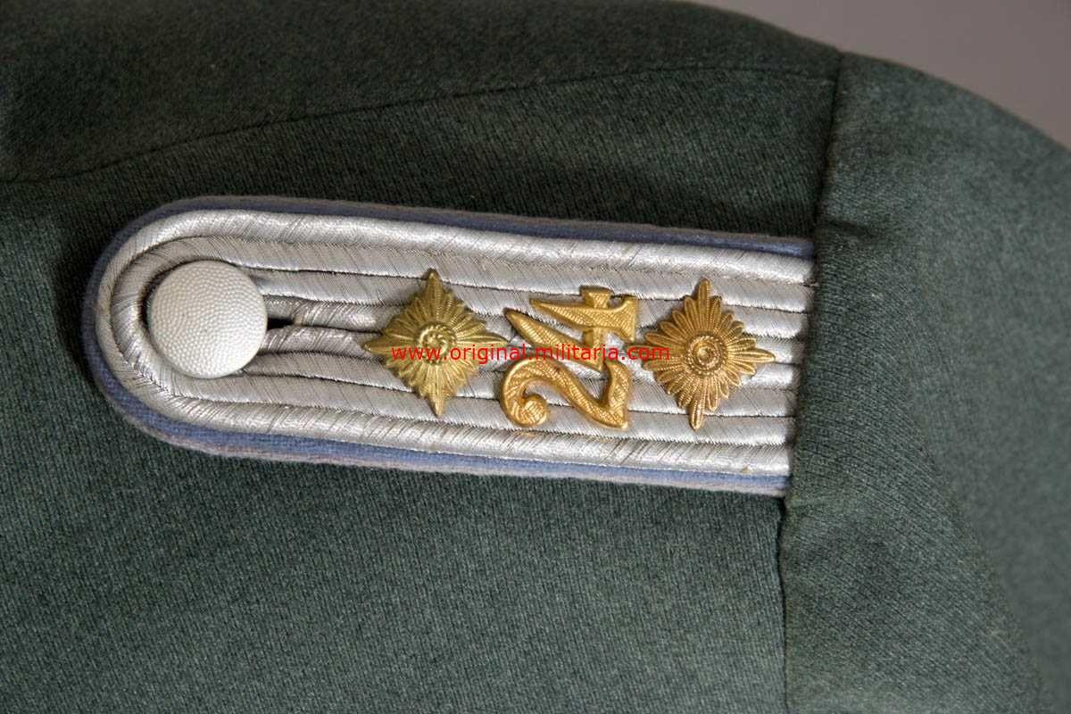 WH/ Waffenrock de Capitán en la Reserva del 24 Rgt. de Transportes.